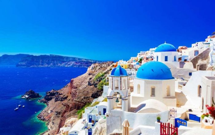 santorini-visitors-prefer-september-not-august